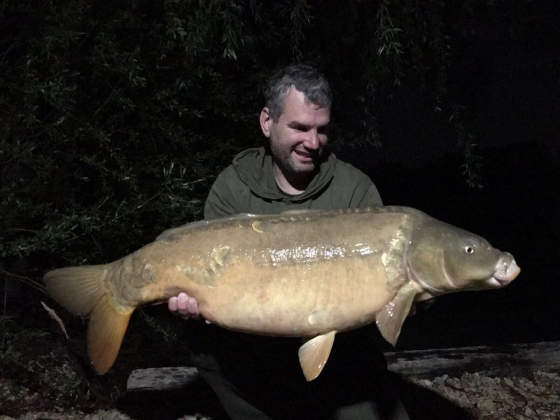 Lee Jenkinson with a 29lb 8oz Mirror from The Alamo 29.4.17