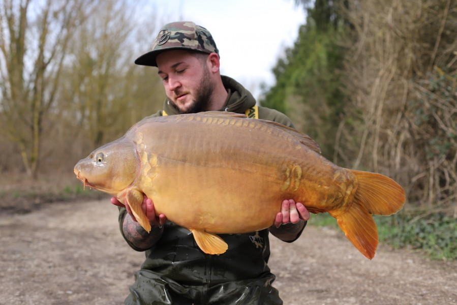 Luke Cornelius with Little b at 35lb8oz from Co's Point 24.3.18