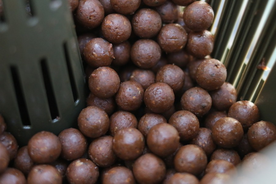 Dousing your boilies with hemp or fish oil is a great edge in the summer. It will slick up when the fish feed on your spot.