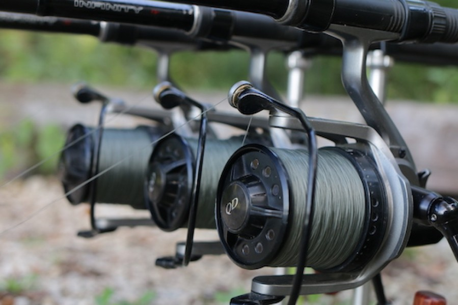 Minimum of 0.40mm diameter main line. We recommend Korda Touchdown in 15lb.