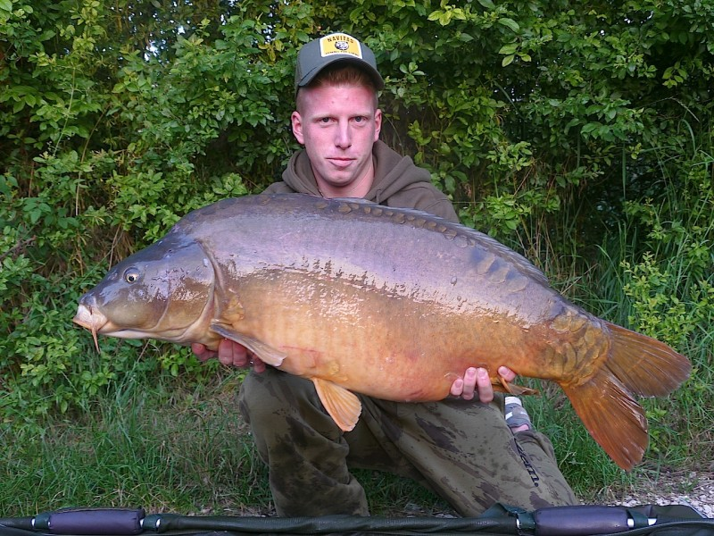 Timo with a 37lb mirror