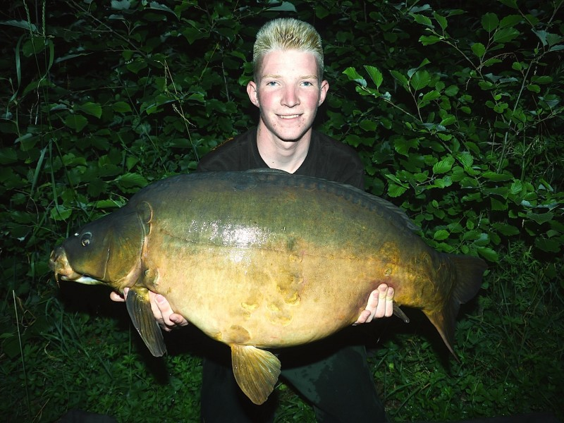 Lasse with a 36lb mirror