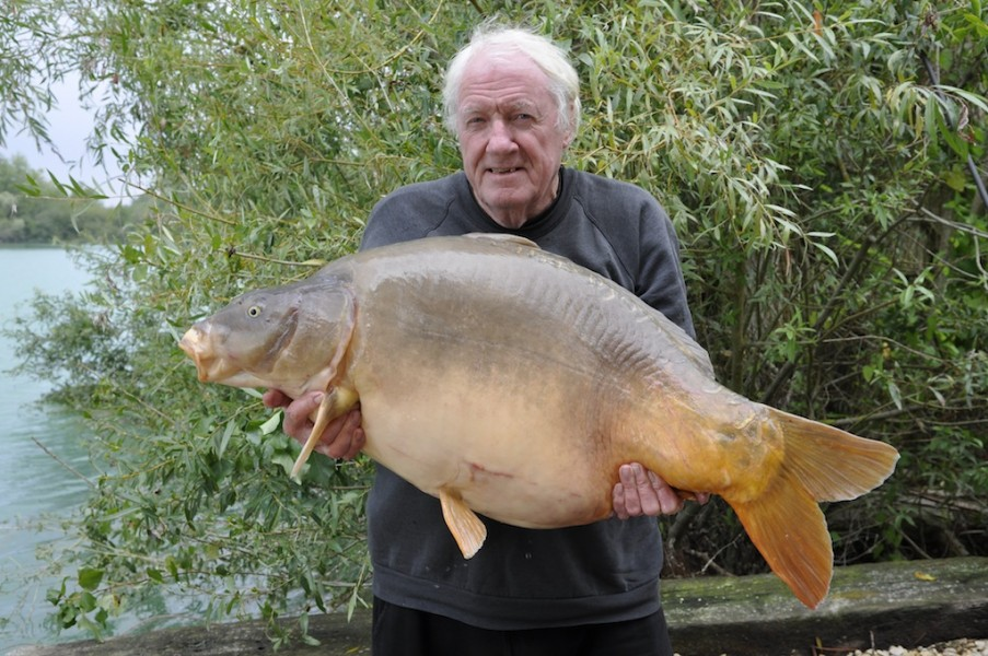 Tim with discus 54lb Stink September 2013