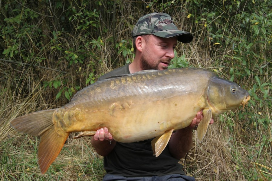 Damian with a 33.03lb mirror