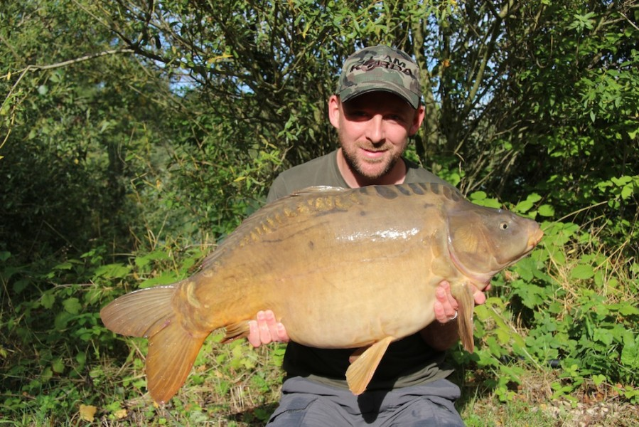 Damian with a 29.03lb mirror