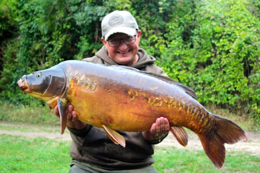 Danny with an unknown 37lb 12oz mirror
