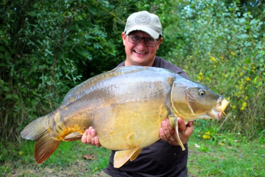 The Buzzin' Fish 33lb mirror