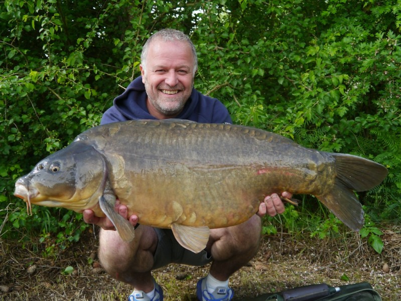 Barty with a beautiful dark mirror