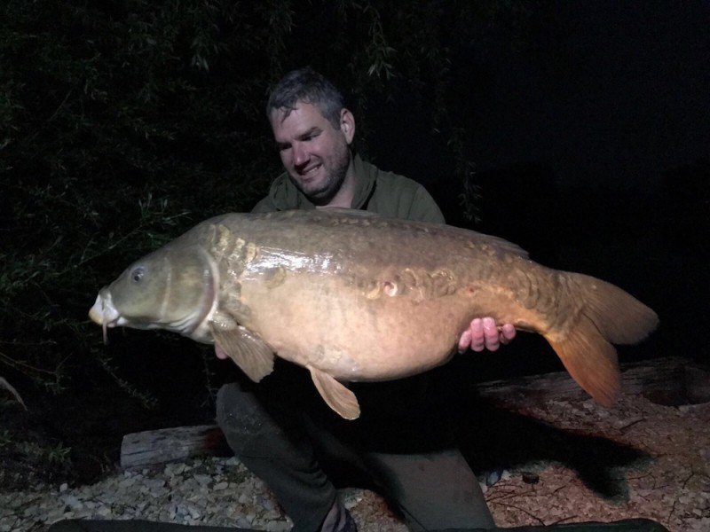 Lee Jenkinson with Nathan's Mirror at 35lb 8oz from The Alamo 29.4.17