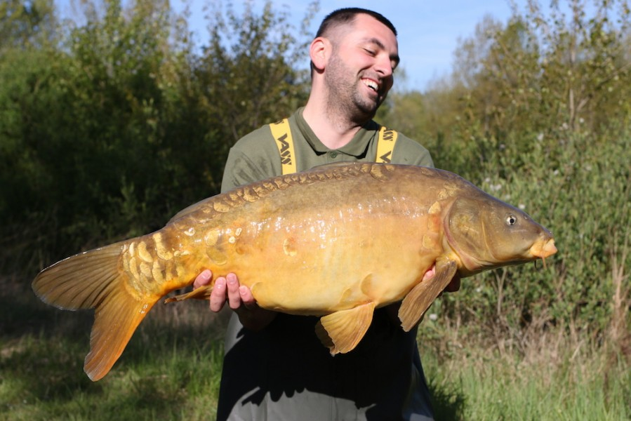 Radu Mitrea with The Decoy at 27lb 8oz from Alcatraz 22.4.17