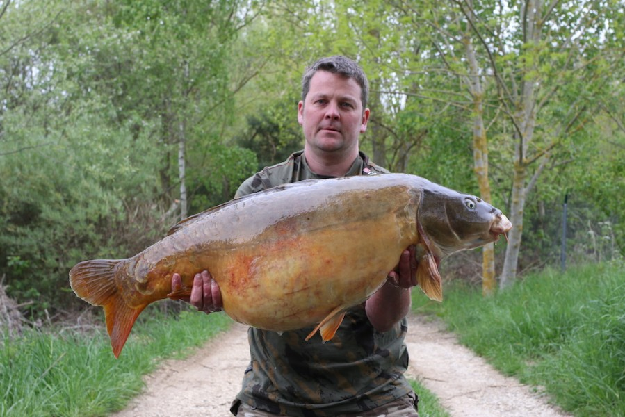 John Hardy with The Godfather of Soul at 39lb 8oz from The Stink 22.4.17