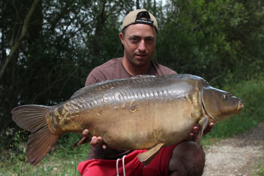 Paul Carpenter with Paw Print at 39lb 4oz from The Alamo 24.6.17
