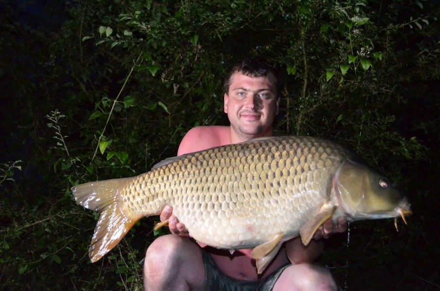 Neol Wolski with a 32lb8oz common from Co's Point 15.7.17
