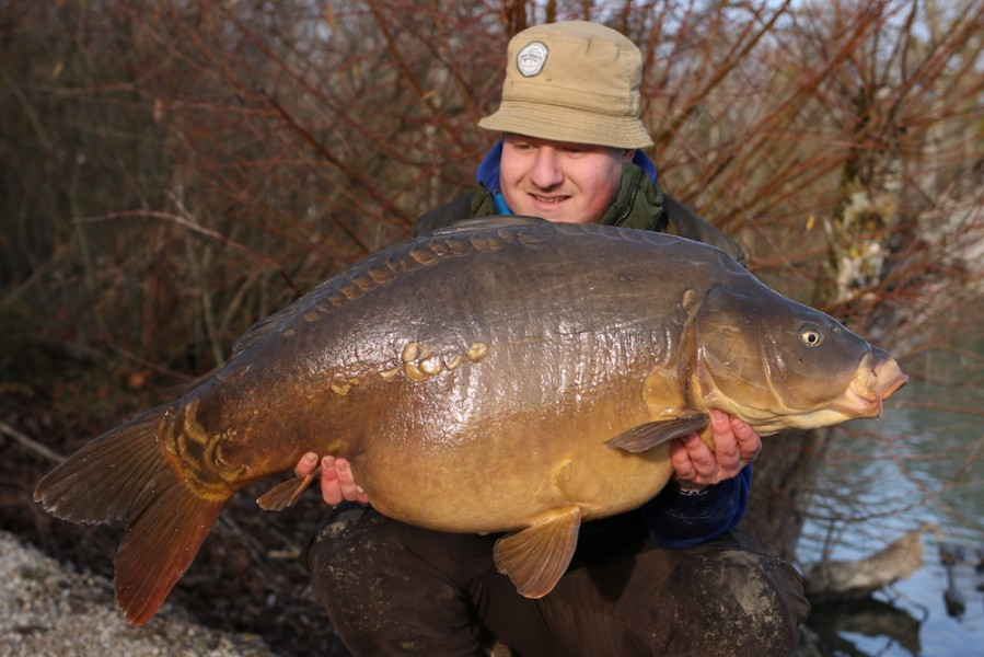 Steve Bartlett with Kling-on at 40lb 4oz from Co's Point, 22.12.18