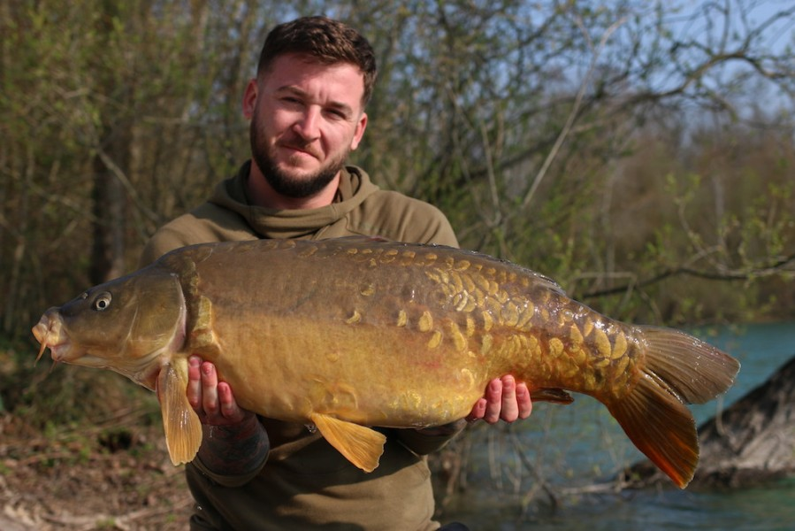 Luke Cornelius with Nanny Pat at 25lb Co's Point 30.03.2019