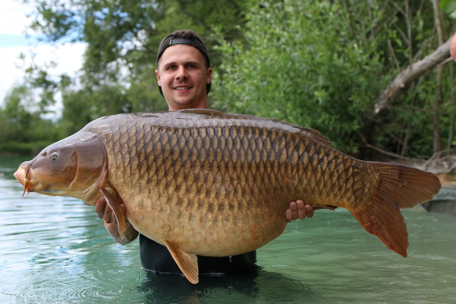Djorn Bormans with Cut Tail Common at 69lb 8oz from Big Southerly 15.06.2019