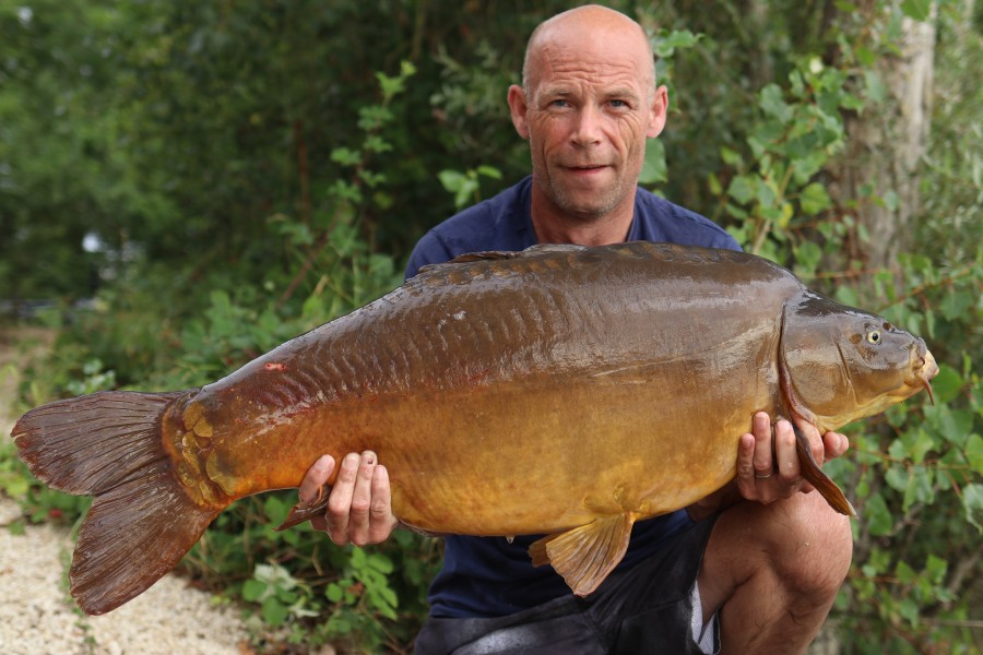 Steve Daynes with Short Drosal  at 37lb from Bobs Beach 03.08.2019