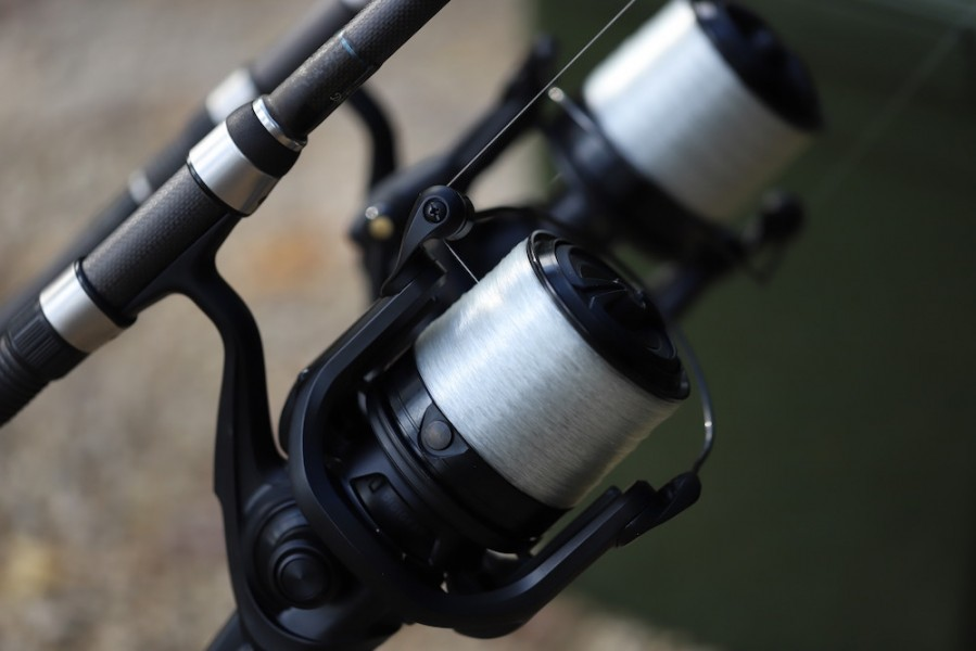Steve uses 15lb Korda Kontour and fishes it slack to keep the lines down.
