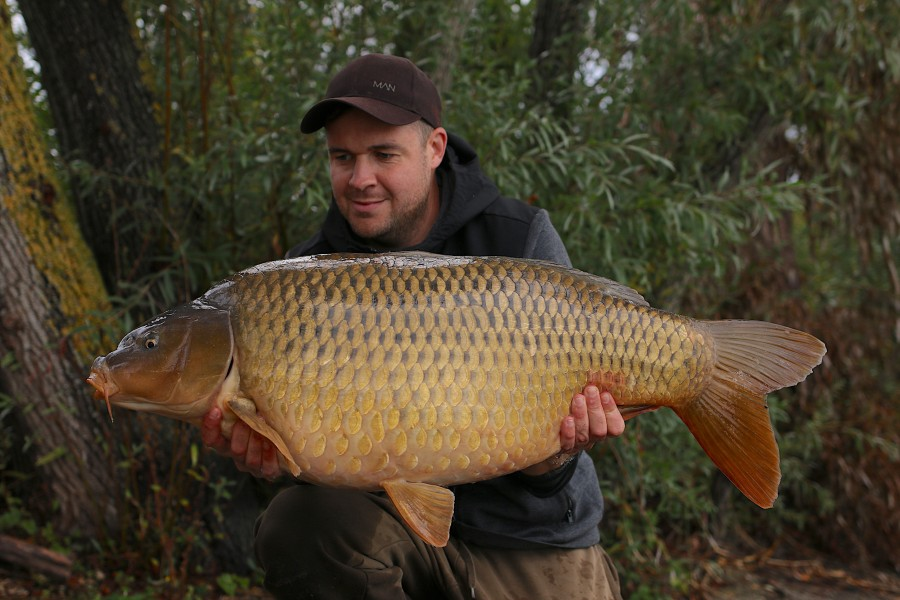 """The Windy Common"" was 1 of 5 fish on the final evening for Michael at 38lb 8oz......"