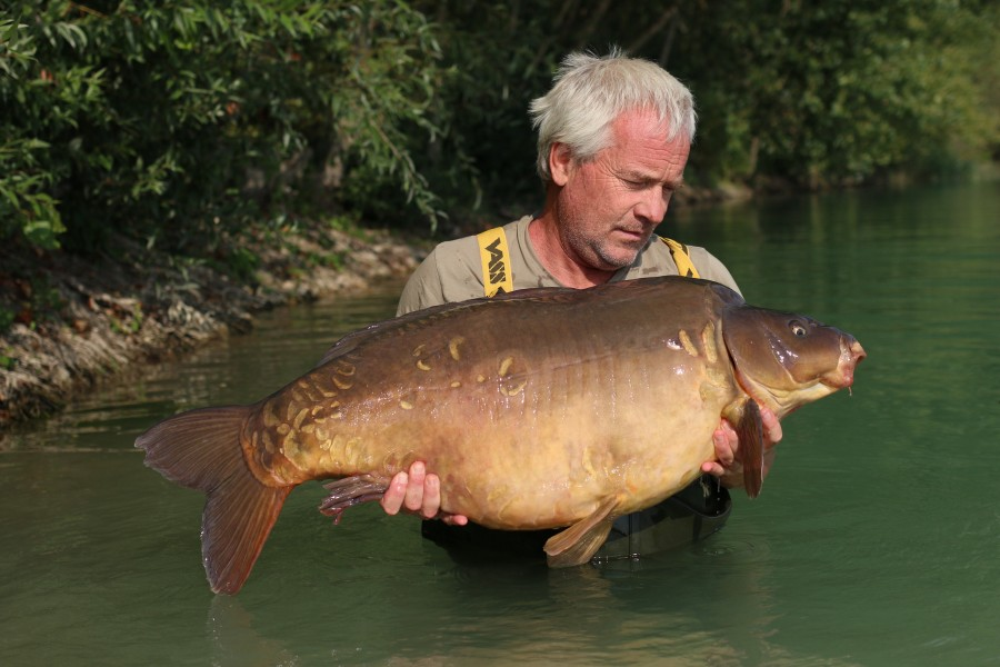 "Richard Winters with ""Pawprint"" at 49lb 8oz............."
